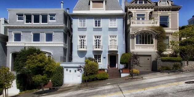 Photo: Houses on a street in San Francisco, California